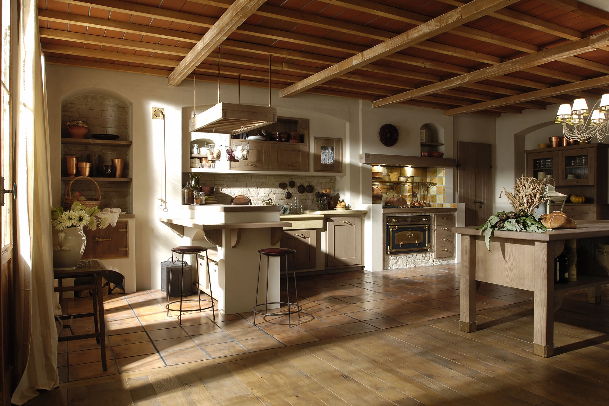 Best cucine rustiche in legno massello contemporary for Casa classica affi